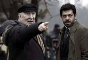 """Giuliano Montaldo e Piefrancesco Favino sul set del film """"L'industriale"""" (2011),"""